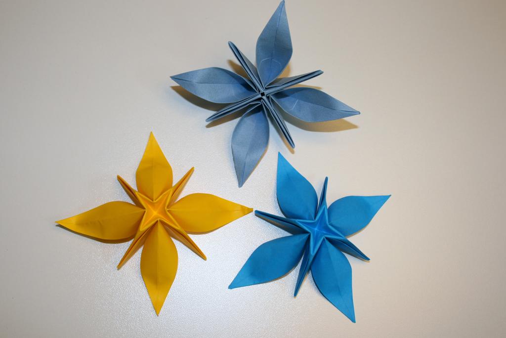d coration senbazuru vid os pour apprendre l 39 origami. Black Bedroom Furniture Sets. Home Design Ideas