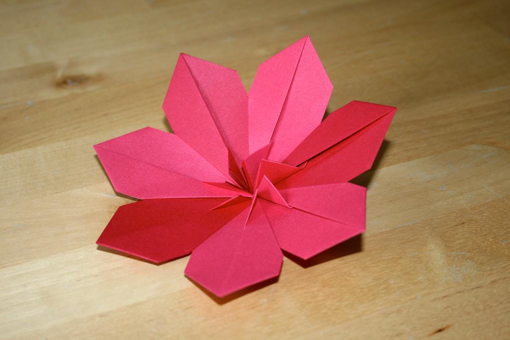 cl matite senbazuru vid os pour apprendre l 39 origami. Black Bedroom Furniture Sets. Home Design Ideas